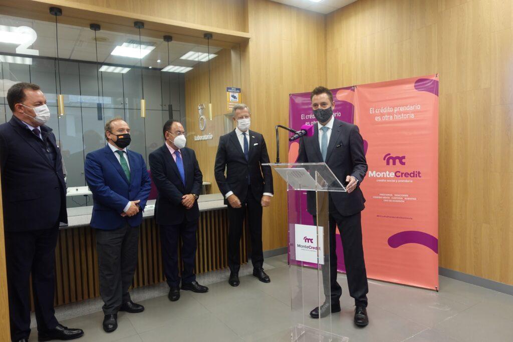 El alcalde de Burgos, Daniel de la Rosa, en la inauguración de MonteCredit
